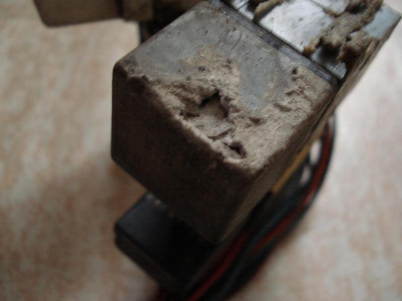 acide da batterie qui à coulé (malgré le recuperateur!) Dsc07114