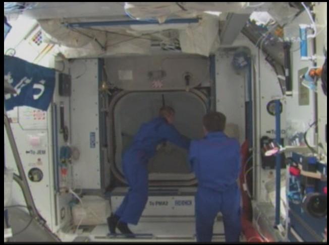 [STS-126] Endeavour : La mission - Page 3 Sans_127