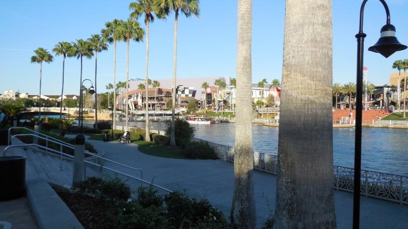 TR Walt-Disney World,Universal Studios, Et Daytona 500 Février 2013   - Page 12 Dscn0312