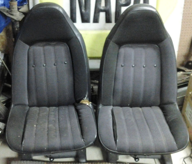 black swivel seats in Painesville outside Cleveland Ohio 01131310