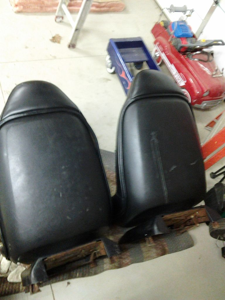 black swivel seats in Painesville outside Cleveland Ohio 01141311