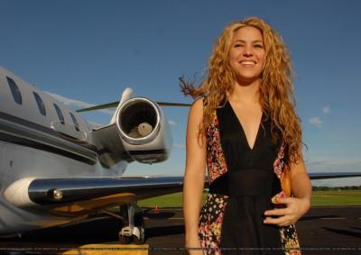 Shakira arrives at El Salvador's airport in Comalapa - October 30 64511