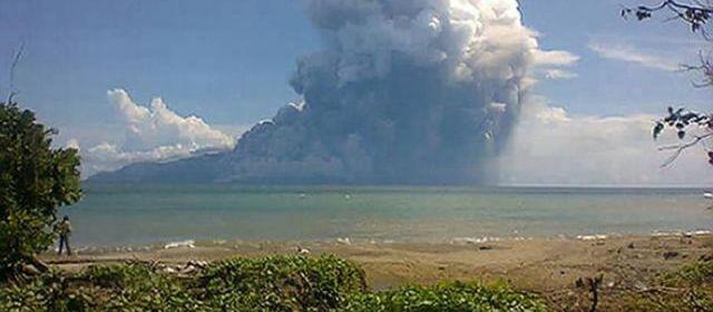 [Indonésie] - île de Palu'e (l'Ile évacuée après l'éruption du volcan du Mont Rokatenda) 30455010