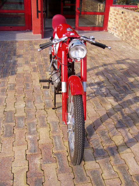 Et hop, une Béta Camoscio 1968 4 vitesses. P1010012