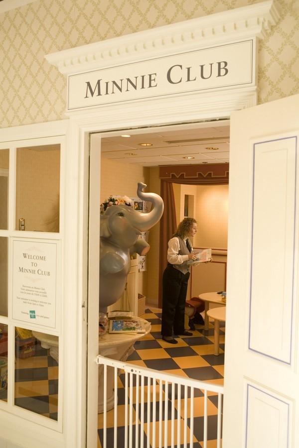 MINNIECLUB AL Disneyland Hotel Celest11