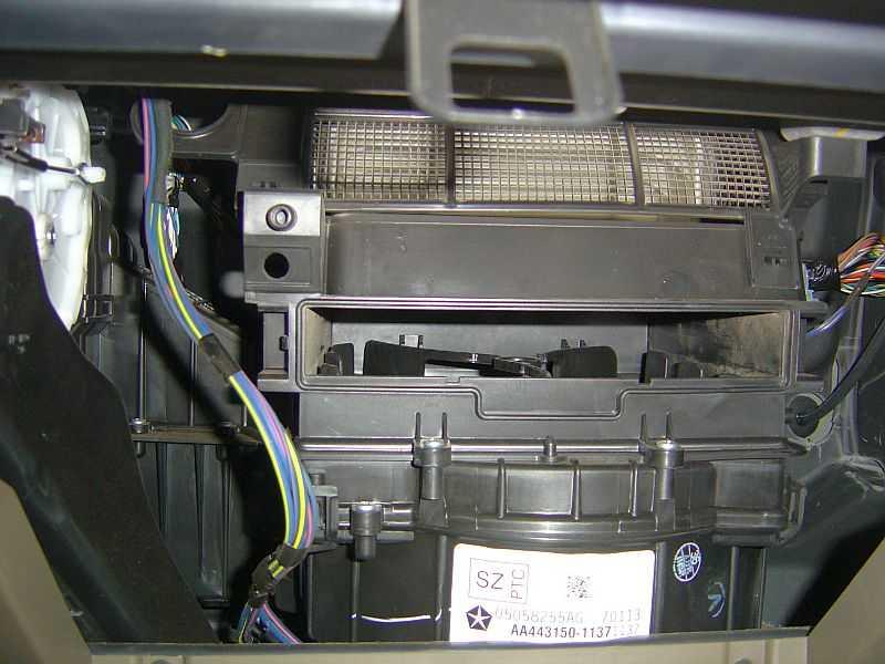 Самостоятельная замена фильтра салона. P111