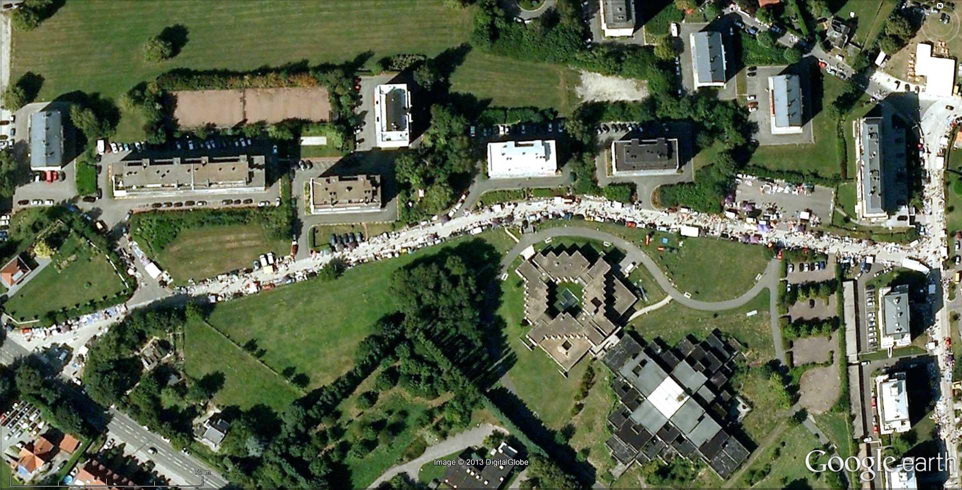 Fêtes, concerts et autres attroupements sur Google Earth  - Page 2 2013-126