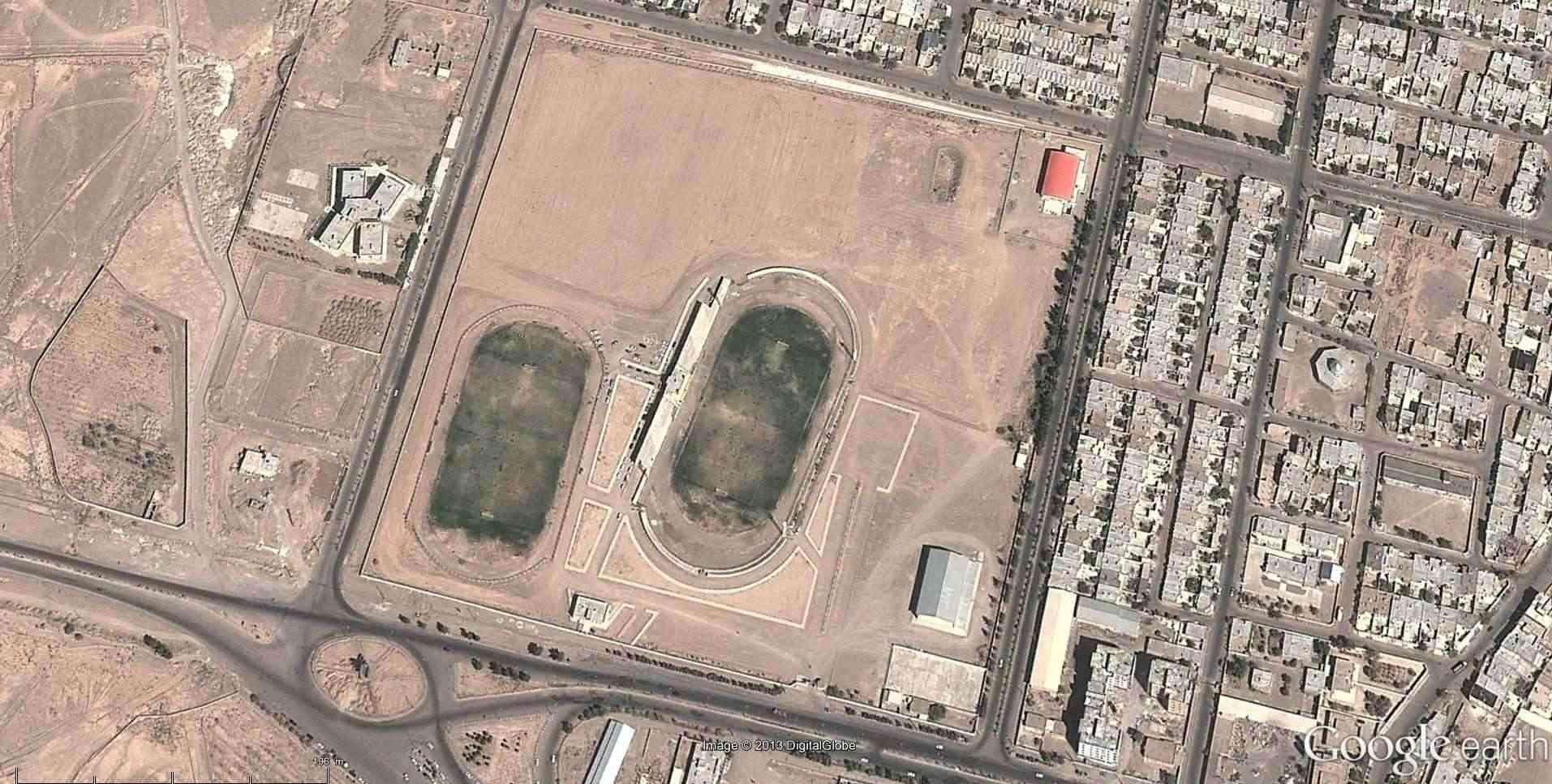 Fêtes, concerts et autres attroupements sur Google Earth  - Page 2 2013-127