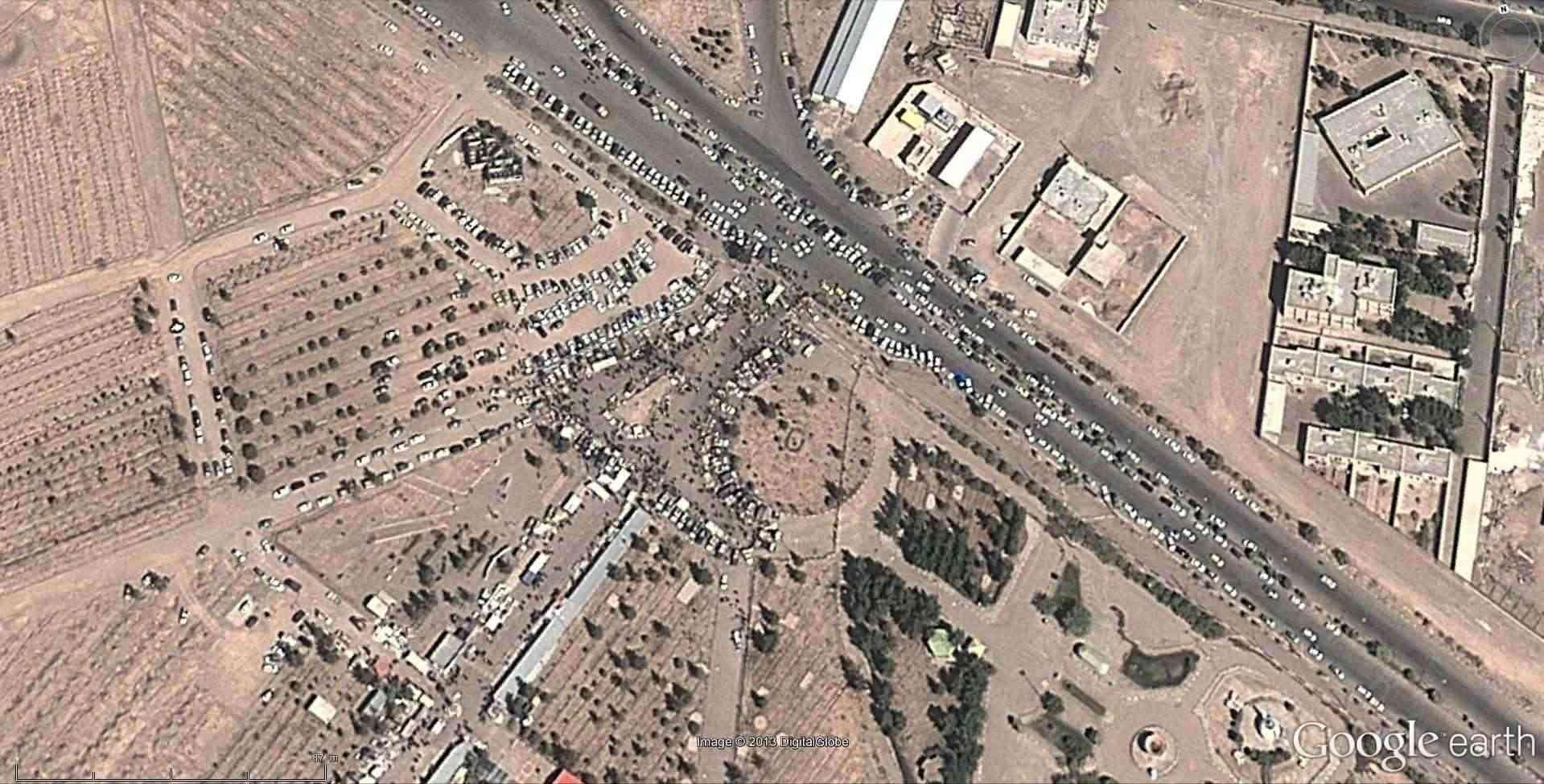 Fêtes, concerts et autres attroupements sur Google Earth  - Page 2 2013-128