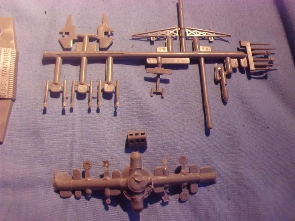 [REVELL] Sous-marin nucléaire d attaque SSN 571 USS NAUTILUS 1/305ème Réf H305  Cimg6847