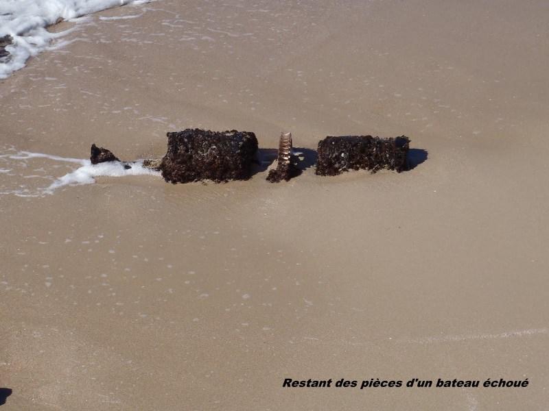Quel endroit se moteur de bateau échoué 071-p310
