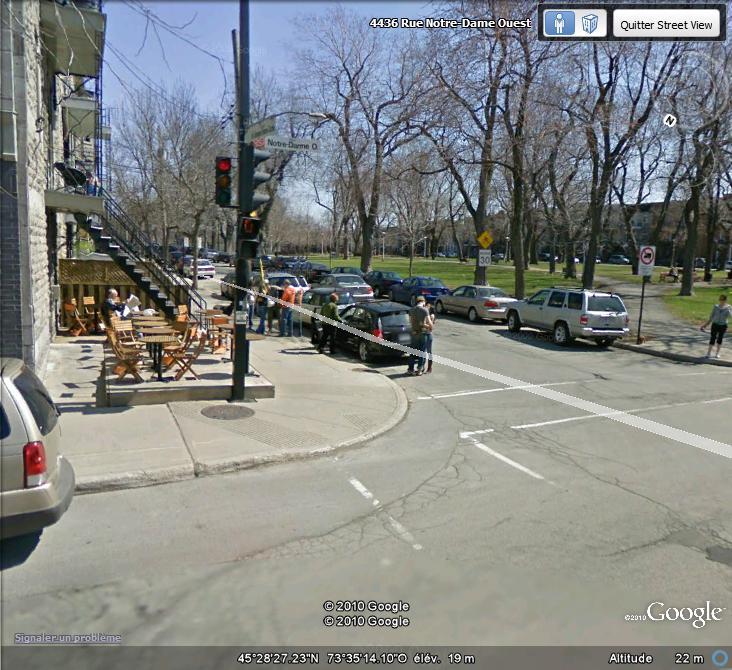 """STREET VIEW : embrassez-vous ... vous êtes photographiés ! (Répliques de la photo """"Le baiser de l'Hôtel de Ville"""" de Robert Doisneau) Baiser10"""