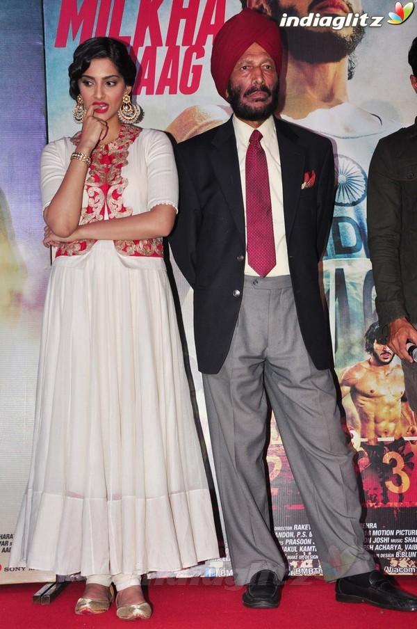 Launches 'Bhaag Milkha Bhaag' Trailer Bmb20118
