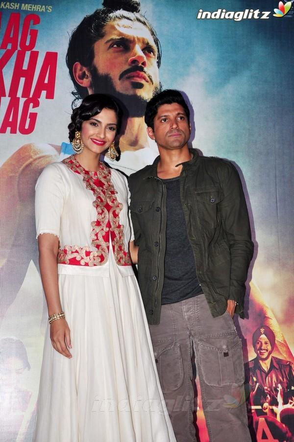 Launches 'Bhaag Milkha Bhaag' Trailer Bmb20213