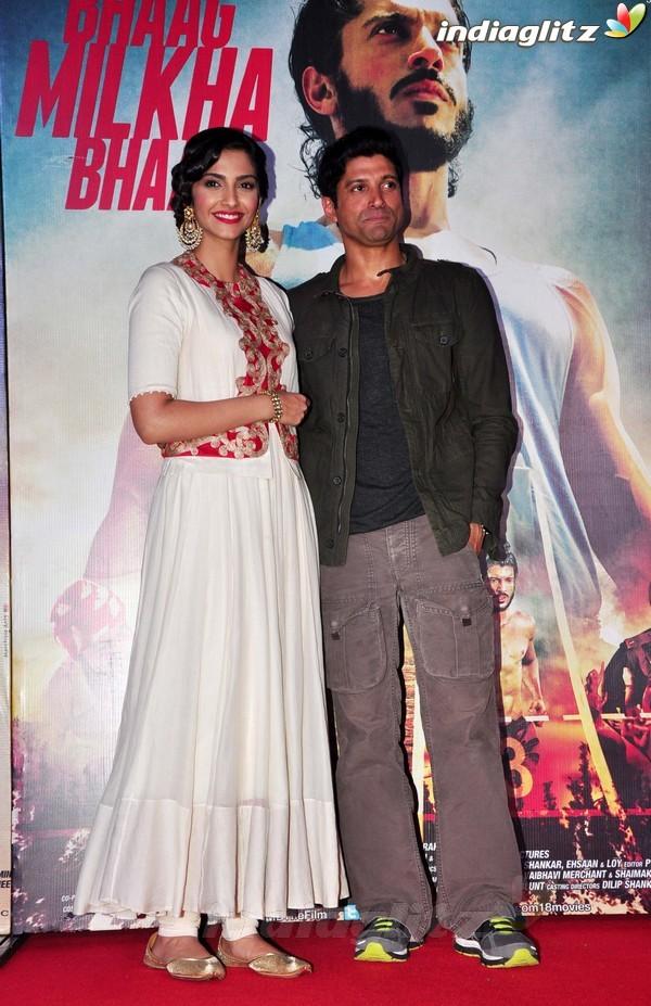 Launches 'Bhaag Milkha Bhaag' Trailer Bmb20214