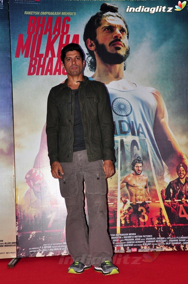 Launches 'Bhaag Milkha Bhaag' Trailer Bmb20218