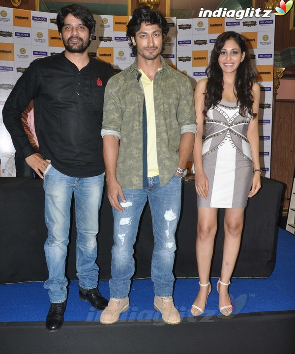 Vidyut Jamwal Launches 'Commando' DVD Comman10