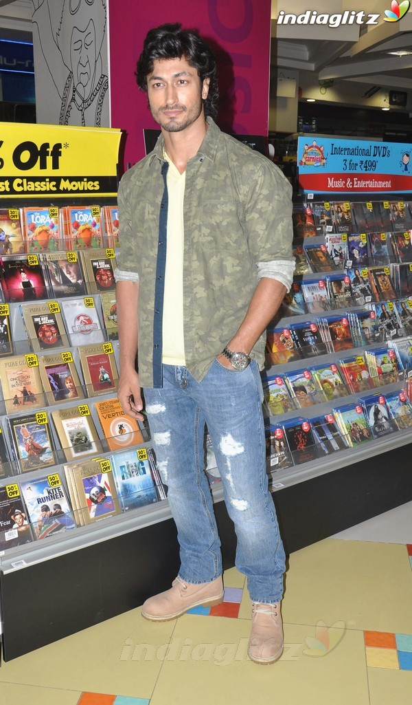 Vidyut Jamwal Launches 'Commando' DVD Comman11