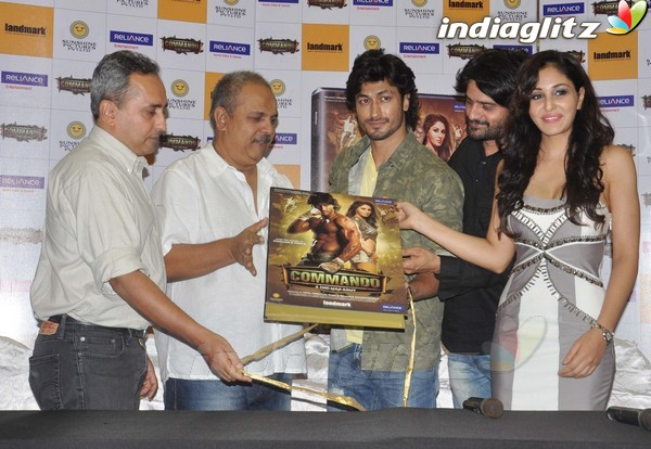 Vidyut Jamwal Launches 'Commando' DVD Comman17