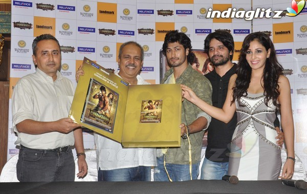 Vidyut Jamwal Launches 'Commando' DVD Comman18