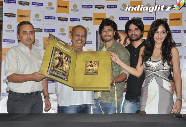 Vidyut Jamwal Launches 'Commando' DVD Comman19