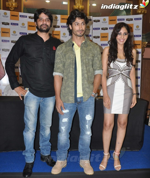 Vidyut Jamwal Launches 'Commando' DVD Comman20