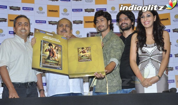 Vidyut Jamwal Launches 'Commando' DVD Comman21