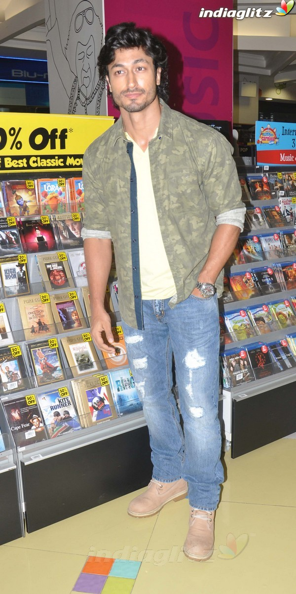 Vidyut Jamwal Launches 'Commando' DVD Comman33