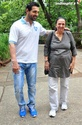 John Abraham Plays Basketball With Mom - Страница 2 1201210