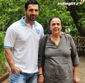 John Abraham Plays Basketball With Mom - Страница 2 120210