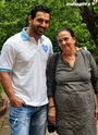 John Abraham Plays Basketball With Mom - Страница 2 120310