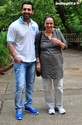 John Abraham Plays Basketball With Mom - Страница 2 120510