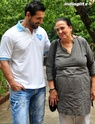 John Abraham Plays Basketball With Mom - Страница 2 120710