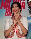 Launches 'Bhaag Milkha Bhaag' Trailer - Страница 2 Bmb20610