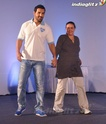 John Abraham Plays Basketball With Mom - Страница 2 John2010