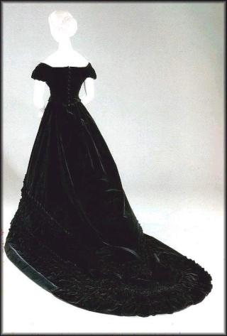Les robes de l'impératrice Sissi 003uz710