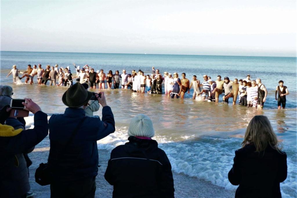 Dernier bain de l'année 2019, le 31 Décembre à Cabourg  5ee1a110