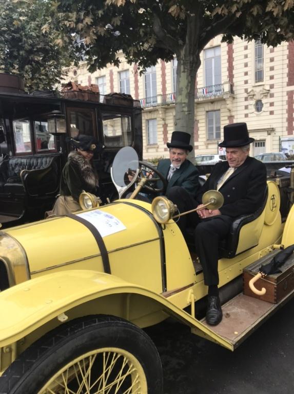 Village Rallye historique Paris Trouville,  samedi 2 Octobre 2021  723b0a11