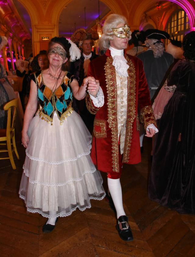 Les photos du Bal en costume XVIII eme siecle, 12 Octobre 2019 à l hôtel de France  - Page 3 72473610