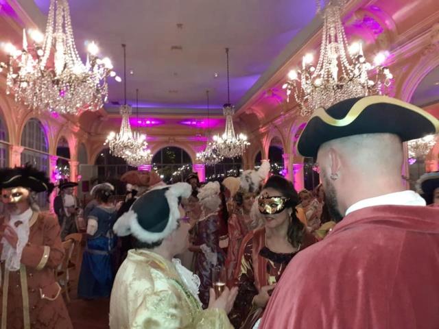 Les photos du Bal en costume XVIII eme siecle, 12 Octobre 2019 à l hôtel de France  - Page 3 72527011