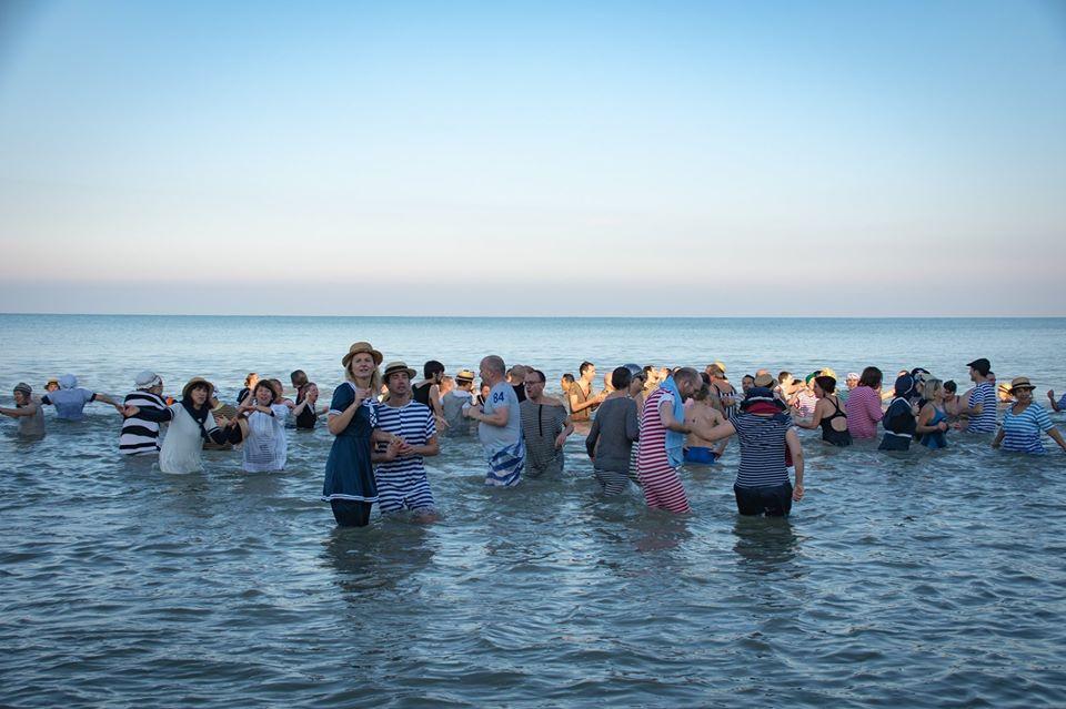 Dernier bain de l'année 2019, le 31 Décembre à Cabourg  Ad5d2c10