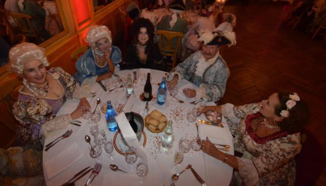 Les photos du Bal en costume XVIII eme siecle, 12 Octobre 2019 à l hôtel de France  - Page 3 Dsc_9421