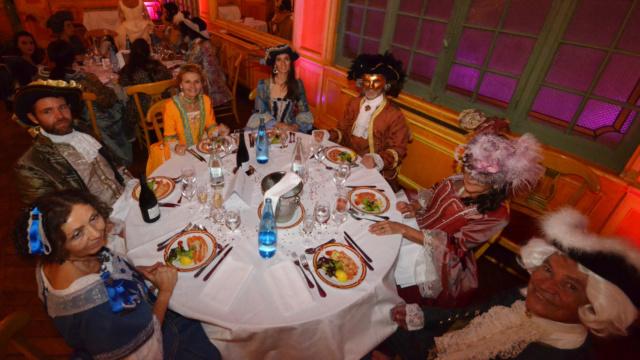 Les photos du Bal en costume XVIII eme siecle, 12 Octobre 2019 à l hôtel de France  - Page 3 Dsc_9423