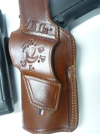 HOLSTERS REVOLVERS et AUTOS by SLYE P1110867