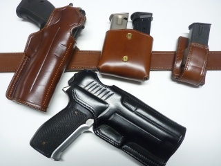 HOLSTERS REVOLVERS et AUTOS by SLYE P1110871