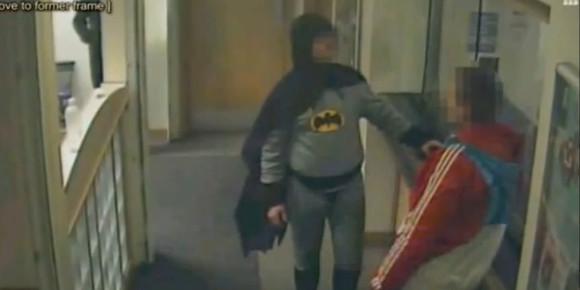 BATMAN EXISTE VRAIMENT !!! 44785210