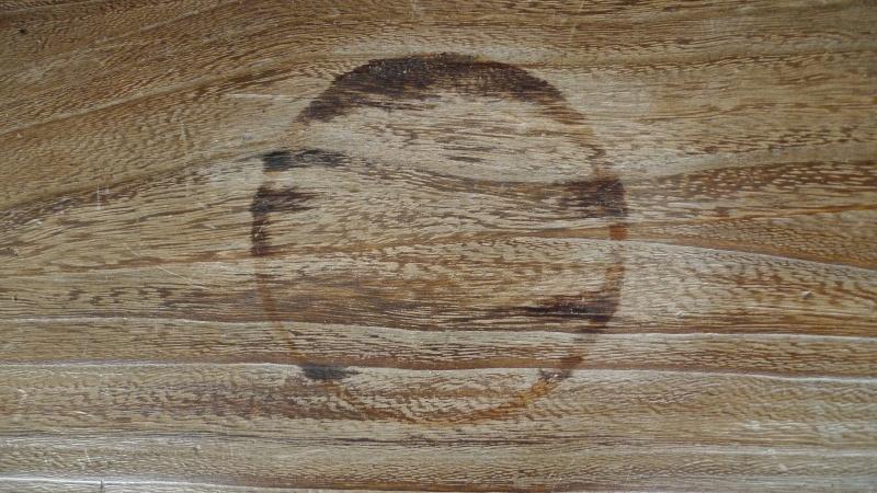 Help ...bêtises du WE  (paraffine sur du bois)+ autre L1090216