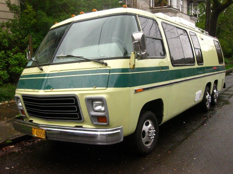 Un bel exemple: le motorhome GMC des années '70 1976_g10