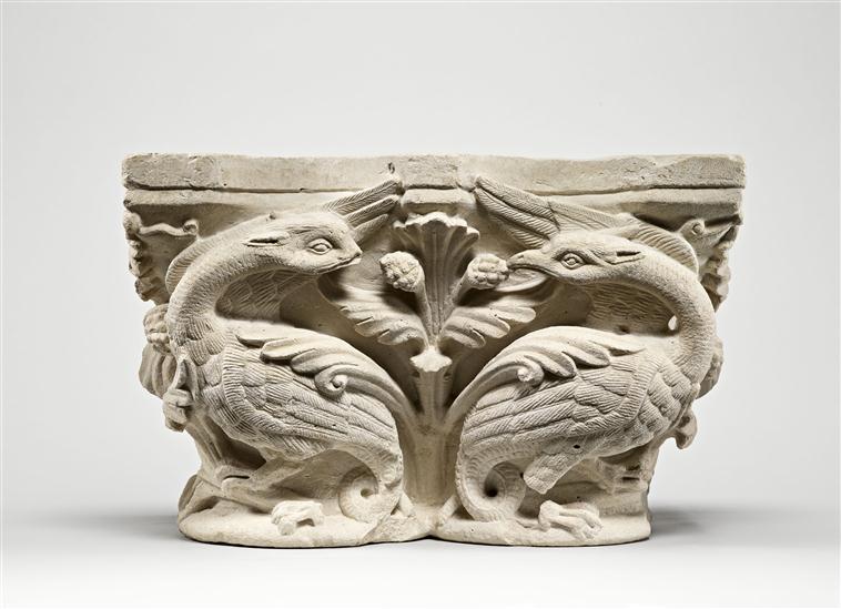 Pour un musée de la basilique et des tombeaux royaux - Page 2 18-51712