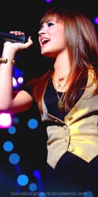 Demi Lovato Sem_ta17